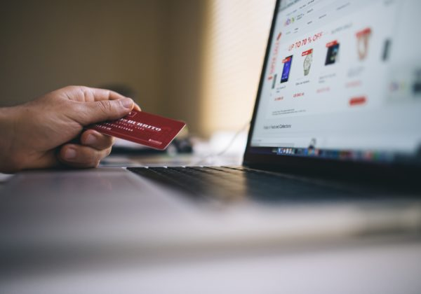 4 tips how to use credit cards safely